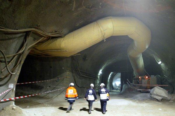 Práce na stavbe tunela meškajú, pripravuje sa nový harmonogram.
