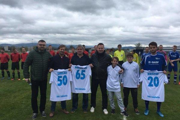 Dlhoročné legendy Trenčianskeho futbalu, ktoré dnes pôsobia na lavičke v Záblatí oslavovali životné jubileá.Vedúci mužstva František Koronczi 65 rokov a tréner Ondrej Šmelko 50 rokov.