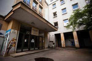 Gymnázium Jána Papánka na Vazovovej ulici v Bratislave.