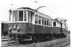Motorový vozeň M 24.001 z roku 1909.