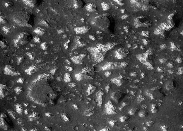 Možné pozostatky dna po obrovskom mori na Marse.
