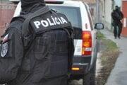 Tridsaťtriročný Bratislavčan, podozrivý z viacerých trestných činov, je momentálne v rukách polície.