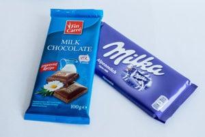Lidl vybral do porovnania dve 100-gramové mliečne čokolády - Milku od spoločnosti Mondeléz a Fin Carré, ktorá je jeho privátnou značkou. Pri Milke uviedol, že stojí 1,29 eura, pri druhej čokoláde 0,59 eura.