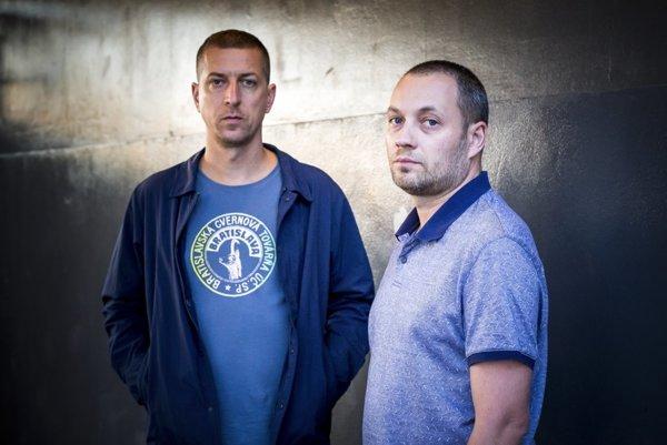 Trosky v roku 1997 nahral Branislav Kováč alias Vec a Peter Rakovský s prezývkou Midi. Jeden sa vybral na sólovú dráhu, druhý sa venoval organizovaniu koncertov a vydavateľstvu.