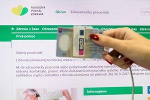 Do systému elektronického zdravotníctva sa bude dať dostať cez elektronický občiansky preukaz. Ten by mali mať k dispozícii všetci obyvatelia Slovenska do roku 2021. Dovtedy  budú používať kartičku poistenca.