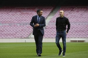 Prezident futbalového klubu FC Barcelona Josep Maria Bartomeu (vľavo) sa verejne postavil na stranu Kataláncov v boji za nezávislosť od Španielska.