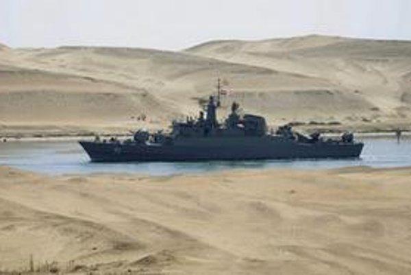 Iránske lode prechádzajú Suezom.