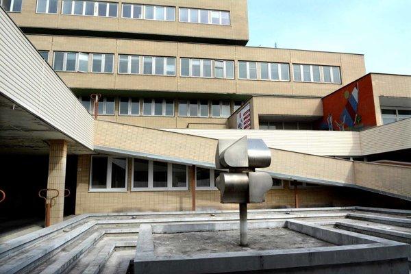 Budova prešovskej nemocnice. FNsP vyplatila pacientke odškodné v jedinom prípade, vo výške 12-tisíc eur.