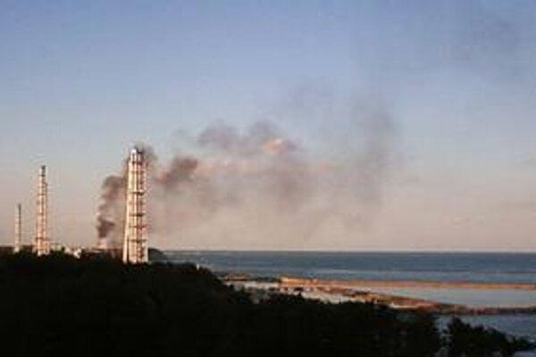 Dym nad tretím reaktorom elektrárne Fukušima sa objavil znovu.