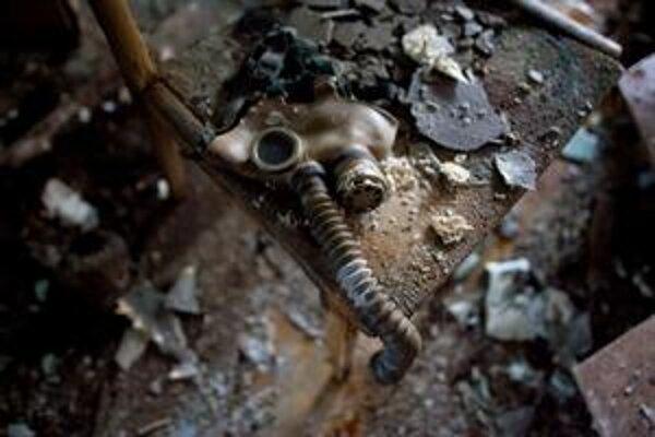 Plynová maska v základnej škole v Pripjati pripomína náhly odchod obyvateľov 50tisícového mestečka. To je už 25 rokov prázdne.