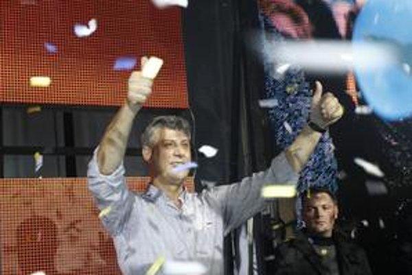 Hashim Thaci sa po nedeľných voľbách tešil z víťazstva. Správa Rady Európy ho menej potešila.