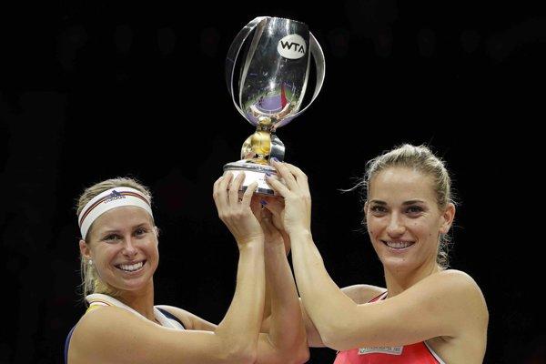 Maďarsko-Český pár Timea Babosová s Andreou Hlaváčkovou triumfovali v singapurskej štvorhre.