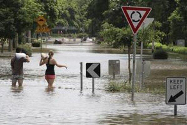 Následky povodní budú odstraňovať mesiace.