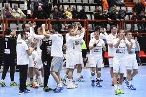 Slováci ďakujú fanúšikom v Považskej Bystrici.