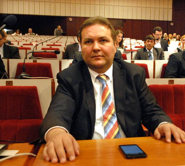 Marián Hojstrič. Poslanec býva s rodinou v dome v Krompachoch.