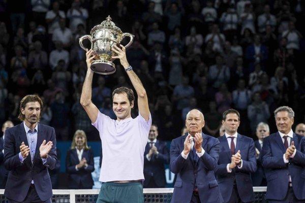 Roger Federer berie z Bazileja ôsmu trofej.
