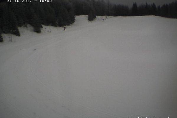 Skalka už má sneh. Zábery z online kamery.