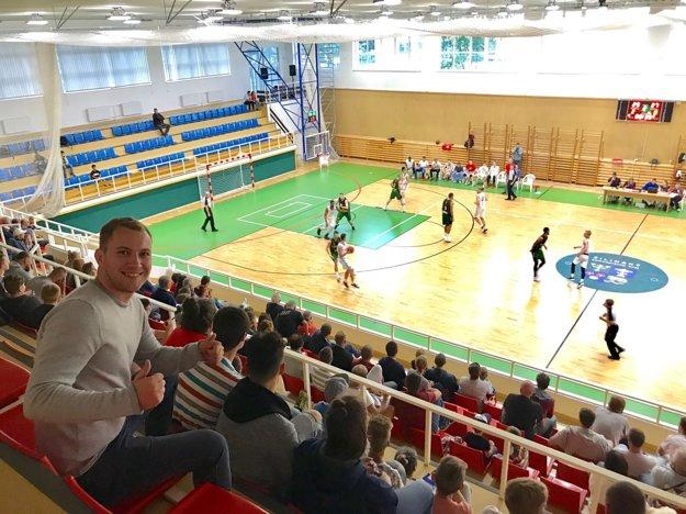 Žilinský samosprávny kraj zrekonštruoval športovú halu na Rosinskej ceste. Tá po piatich rokoch hostí basketbalovú.