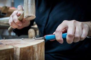 Formovanie prsteňa s pomocou dreveného kladívka
