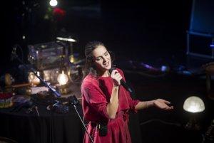 Jana Kirschner na jednej zo zastávok koncertného turné Takmer sólo.