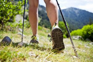 Pred otlakom môže ochrániť vzdušná obuv a náhradné ponožky.