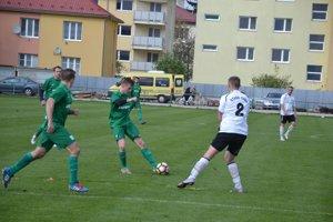Ladce (v zelenom) zdolali St. Turú až gólom v závere.