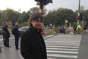 Puigdemont sa prechádza ulicami Bruselu. Nie je jasné, dokedy tak bude môcť slobodne robiť.