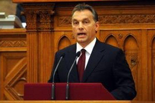 Viktor Orbán môže byť spokojný, za zákon hlasovalo 344 poslancov, proti boli len traja.