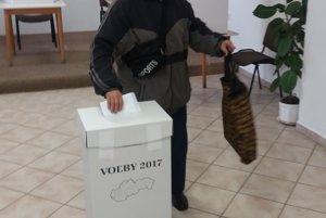 Prvý volič v obci Žihárec v okrese Šaľa.
