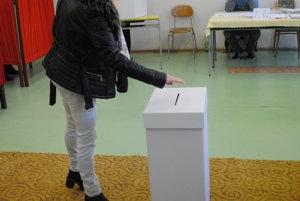 Na Sídlisku III v Prešove zatiaľ voliči k urnám chodia.