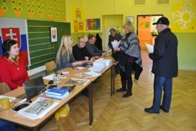 V podroháčskej obci Habovka je v zoznamoch zapísaných 1084 oprávnených voličov. Do pol jedenástej odvolilo už zhruba desať percent z nich.