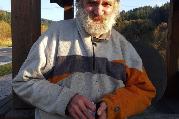 Vo Svrčinovci prišiel voliť aj bezdomovec Pavol Krella.