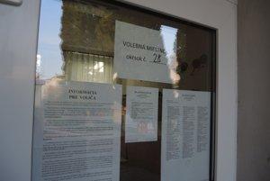 Volebný okrsok č. 28, ktorý je umiestnený v budove materskej školy na trenčianskom sídlisku Sihoť.