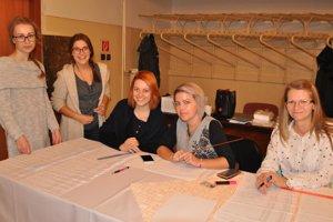 Kristína (18), Natália (19), Erika (24), Miša (32), Erika (37) z Istebného.