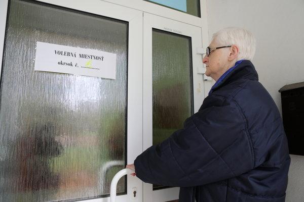 Volebná miestnosť na Ulici francúzskych partizánov vo Vrútkach.