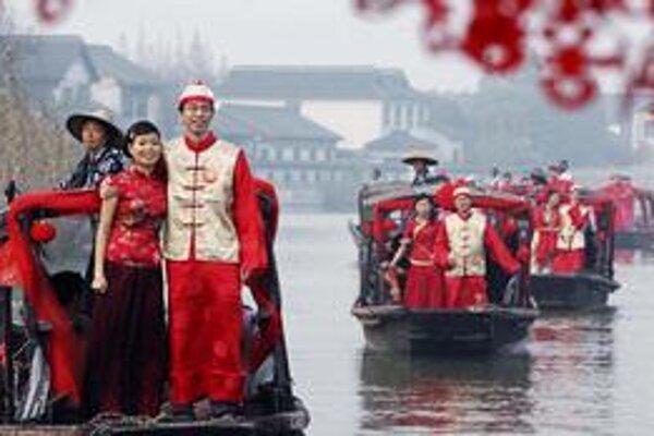 Číňania si pred svadbou šetria.
