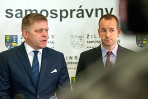 Robert Fico a štátny tajomník Ministerstva dopravy a výstavby SR Viktor Stromček.