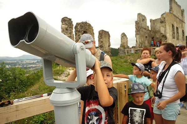 Ľudia si pekné výhľady neužijú. Prečo? Vráti sa ešte novinka na hrad?