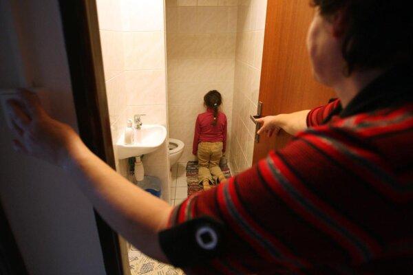 Sociálni pracovníci sa snažia krízovým situáciám predchádzať priamo v domácnostiach.