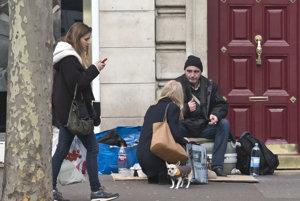 Bezdomovcom v Berlíne mnohí pomáhajú.