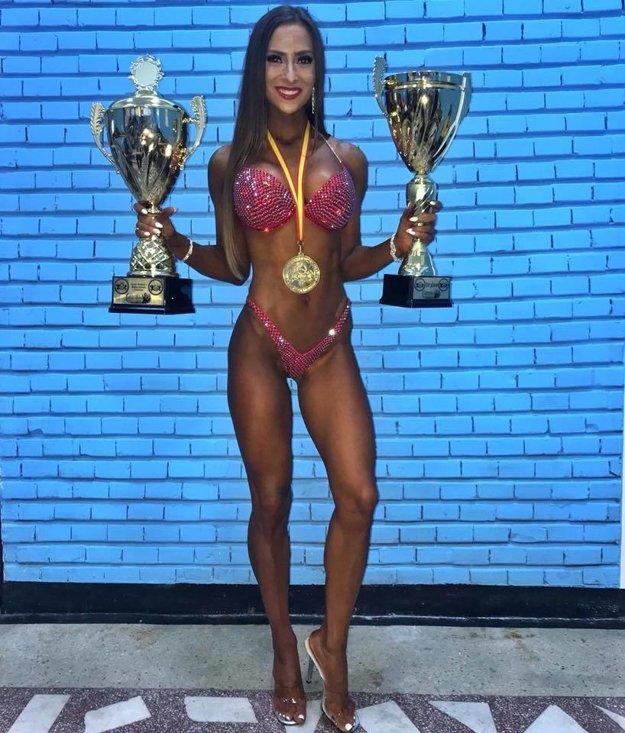 Timea Trajteľová s trofejami, ktoré získala na juniorských majstrovstvách sveta v Rumunsku