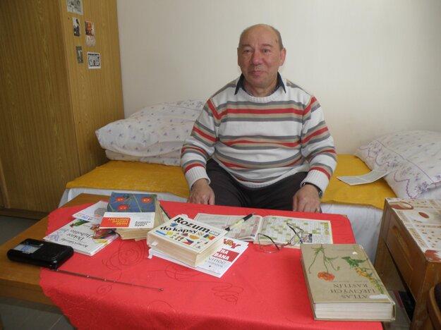 Michal Ševčík rád číta knihy a lúšti krížovky.
