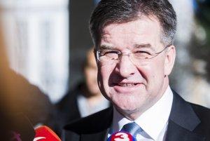 Minister zahraničných vecí a európskych záležitostí SR Miroslav Lajčák prichádza na 77. schôdzu vlády SR.