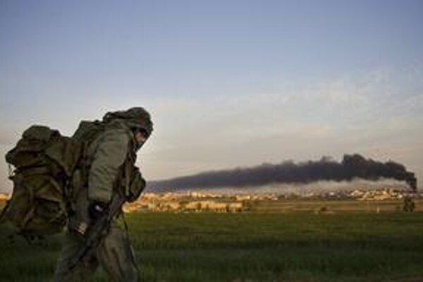 Izraelská armáda pokračuje v bombardovaní pásma Gazy. Včera zasiahla aj hlavné sídlo OSN v Gaza City,  a to v čase návštevy generálneho tajomníka organizácie Pan Kimuna v oblasti.