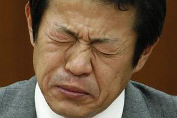 Japonský minister po glgu vína.