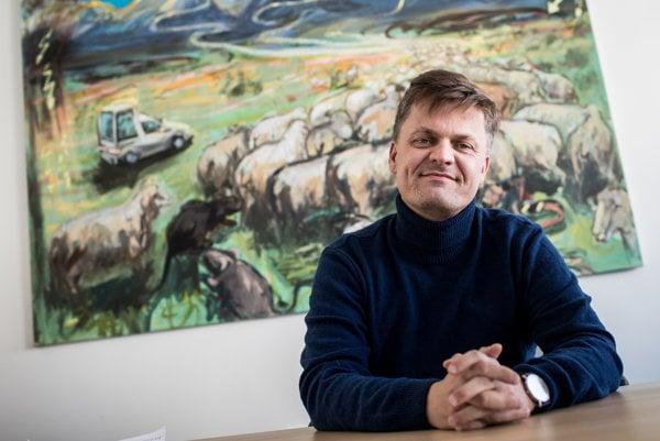 Jozef Kovalčik sa venoval výskumu umenia na Vysokej škole výtvarných umení. Od roku 2015 je šéfom Fondu na podporu umenia.