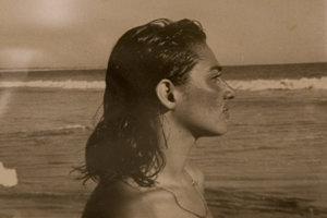 Frida Kahlo v Mexiku pri mori.
