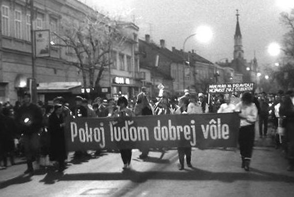 Nežná revolúcia v Lučenci.