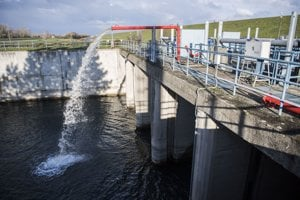 Na snímke priepust v 4. kilometri kanála Vodného diela Gabčíkovo.