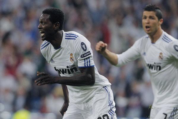Emmanuel Adebayor (vľavo) počas pôsobenia v Reale Madrid.